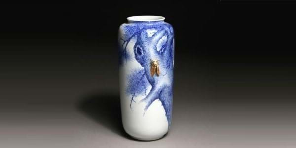 Japanese vase sells for more than  €9,000 (£8,060) at Hessink's